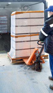 lastaus-171x300 Worker loading on truck